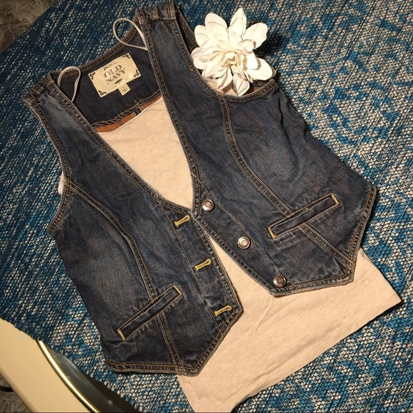 American Eagle Outfitters Jackets & Blazers - Outfit Bundle 🔥 Denim Vest / Built In Bra